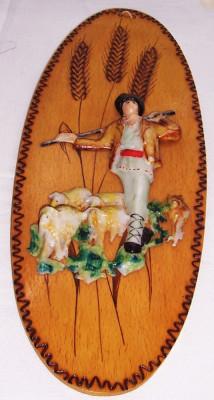 Vintage- CIOBANASUL CU OI - APLICA decorativa ARTIZANALA, lemn pirogravat si aplicatie in relief a ciobanului, turma, catel, pictate, ANII 1970, noua foto