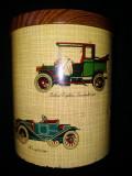 Cutie metalica reprezentand automobile de epoca, de la inceputul anilor 1900