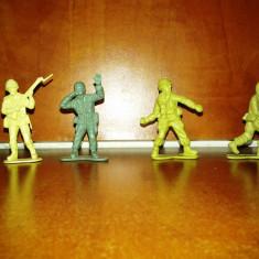 Vand Sau Schimb - Lot 4 Figurine de Plastic, Reprezentand Soldati .