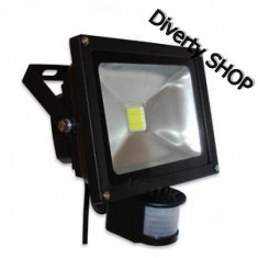 Proiector LED 10 W .Exterior. Senzor miscare. Senzor lumina.