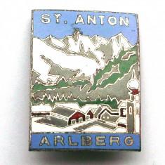 AUSTRIA INSIGNA TURISM MUNTE SCHI Sankt Anton am Arlberg - mare 27 x 35 mm **, Europa