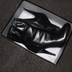Vand botine Zara sau schimb cu telefon - Botine dama Zara, Culoare: Negru