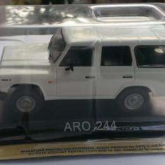 Macheta metal DeAgostini ARO 244 noua+revista Masini de Legenda nr.39 - Macheta auto, 1:43
