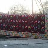 Covor tesut manual, din lana, model deosebit, doua fete, lungime 2X3 metri