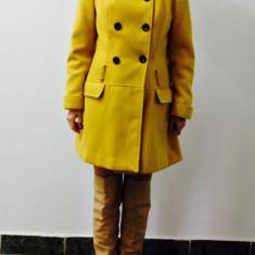 Palton galben NEW LOOK super calduros pentru toamna/iarna cu croi tip lalea - Palton dama