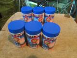 Mancare pesti exotici larve rosii