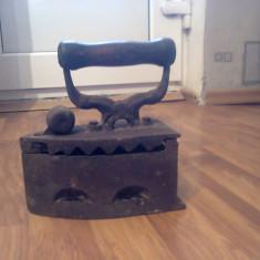 Fier de calcat pe carbuni de lemn - Metal/Fonta