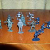 Lot 12 Figurine de Plastic, Reprezentand Soldati .