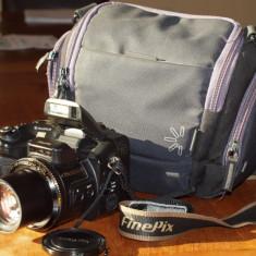 Vand aparat foto digital, inclusiv geanta speciala - Aparat Foto compact Fujifilm, Compact, 8 Mpx, 6x, 2.4 inch