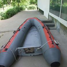 Vand barca tip zodiac cu chila - Barca cu motor