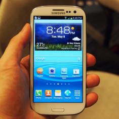 VAND SAMSUNG GALAXY S III - Telefon mobil Samsung Galaxy S3, Alb, 16GB, Neblocat, Quad core, 2 GB