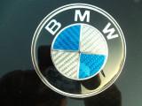 emblema  bmw originala carbon 3d ALBASTRA cu alb metalica pentru porbagj de 76mm