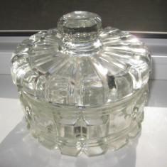 Frumoasa Bomboniera veche din sticla cu fete slefuite model cristal