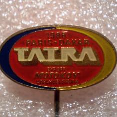 I.318 INSIGNA STICKPIN CEHOSLOVACIA AUTO AUTOCAMION TATRA PARIS DAKAR 1986 26mm, Europa