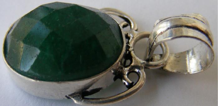 Lant cu medalion vechi din argint cu piatra verde