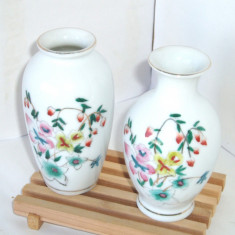 Vaze portelan pictate manual, decorate cu aur - set 2 buc. - Jingdezhen China - Arta din Asia