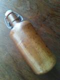Sticla veche de bere cu dop din portelan.