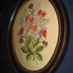 TESATURI GOBLENE-Tablou mic motiv floral cusut pe etamina cu rama ovala plastic. - Reproducere
