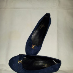 Lichidare stoc !!!Balerini dama Louis Vuitton, culoare bleumarin, material asemanator piele catifelata, nr.36, 38, 39, 40