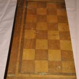 CUTIE VECHE DE JOC DE TABLESI SAH CU INTARSII IN INTERIOR ,FOARTE FRUMOASA SI ORIGINALA