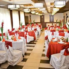 Vand decoratiuni pentru nunti: huse, esarfe, vaze, fete de masa - Decoratiuni nunta