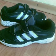 Adidasi firma adidas marimea 35, arata excelent! - Adidasi copii, Culoare: Negru, Unisex, Negru