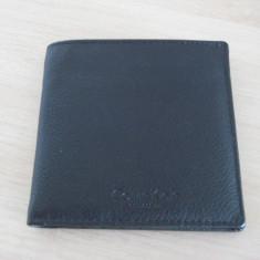 Portofel Calvin Klein, 100% nou, 100% Original, 100% piele, discret, culoare neagra, compact dar incapator, adus SUA - Portofel Barbati Calvin Klein, Clasic