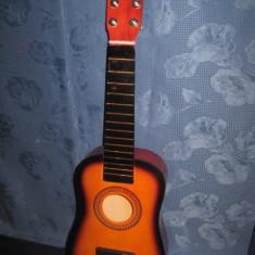 Chitara mica de copil din lemn in stare buna fara corzi si stativ.