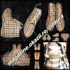 GHETE FARA TOC DAMA firma BURBERRY CAPTUSITE PANZA DUBLATA SIRET IMPRIMEU CLASIC - Ghete dama Burberry, Culoare: Din imagine, Marime: 38, 40, Textil