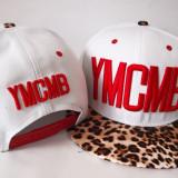YMCMB sepca Young Money Cash Money Billionaires NAPBAK ( Marime Reglabila) sa769 - Sapca Barbati, Marime: Marime universala, Culoare: Alb