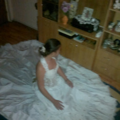 Vand rochie de mireasa printesa.