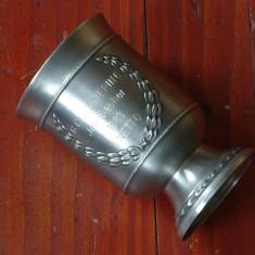 Pahar / Cupa din zinc ornament coroana de lauri - gravata - 1983 - SKS design ! - Metal/Fonta