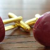 Butoni baze aurite cu cabochoane agata ciclam