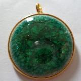 Pandantiv baza aurie cu cabochon ceramica vitrificata verde smarald