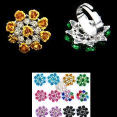 Inel Reglabil cu Pietricele in Forma Trandafir - Inel fashion
