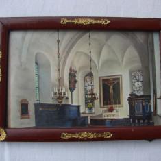 Rama veche cu vedere dintr-o biserica catolica - Fotografie