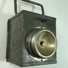 WW2 - LANTERNA MILITARA - CUTIA METALICA DIM. 10 X 9 X 8 CM - PIESA DE COLECTIE