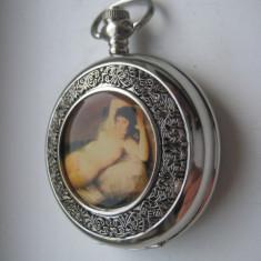 Ceas de buzunar in metal pe centru cu foto nud