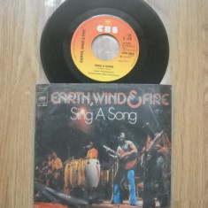 EARTH WIND AND FIRE : Sing A Song (1975) (vinil single cu 2 piese) disc mic - Muzica Jazz Altele