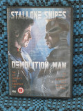 DEMOLITION MAN (cu SYLVESTER STALLONE si WESLEY SNIPES ) - film DVD (original din ANGLIA, in stare IMPECABILA!!!)