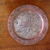 Farfurie veche de cupru suflata cu argint cu un model deosebit