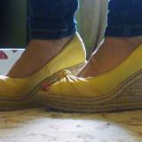 Pantofi wedge Zara,galbeni,deschisi in fata