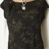 Tricou / bluza neagra cu imprimeu floral, M