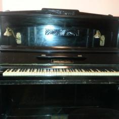 Pianina Altele, marca Gerbstaedr Zeitz, placa bronz, corzi originale, 2 pedale, stare functionala