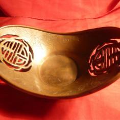 Vas vechi din cupru - Japonia, L= 13, 6 cm, h= 5 cm, Gravat cu dragoni, traforat cu Semnul Fericirii - Metal/Fonta
