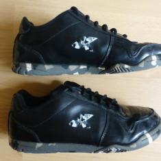 Adidasi Kipsta Decathlon, camuflaj urban; marime 38 (24 cm talpic); impecabili