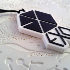 Breloc telefon jack 3.5 mm, EXO, kpop - Pandantiv fashion