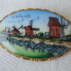 Brosa olandeza din alama cu portelan