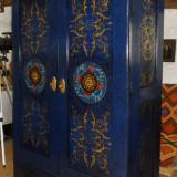 Mobilier vechi pictat manual- dulap(sifonier) baroc