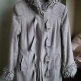 Palton bej, gros, cu gluga, 85% lana - Palton dama, Marime: 38, Culoare: Din imagine